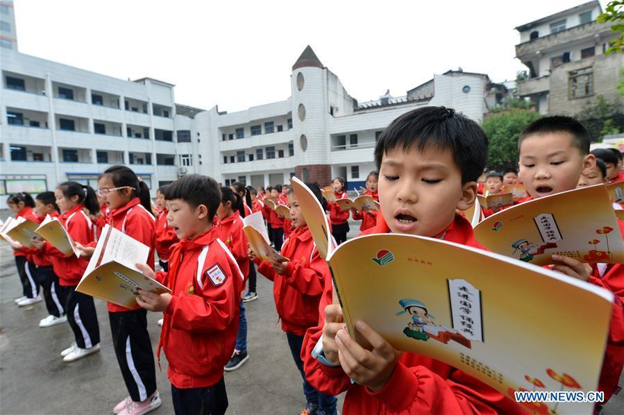 Students read Chinese classics in a primary school in Baokang County of Xiangyang City, central China\'s Hubei Province, April 22, 2019. Various activities have been held across China for the World Book Day, which is celebrated yearly on April 23 to promote reading, publishing and copyright. (Xinhua/Yang Tao)