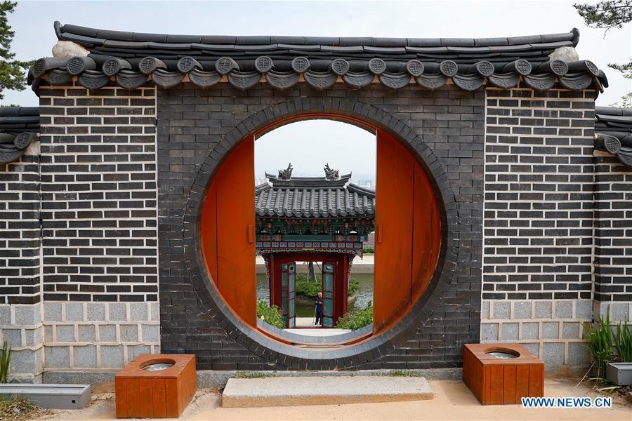 Photo taken on April 20, 2019 shows a view of the Korean garden at Suncheon Bay National Garden in Suncheon, South Korea. The Suncheon Bay National Garden, located in South Korea\'s southern city of Suncheon, is the hosting place of Suncheon Bay Garden Expo 2013. (Xinhua/Wang Jingqiang)