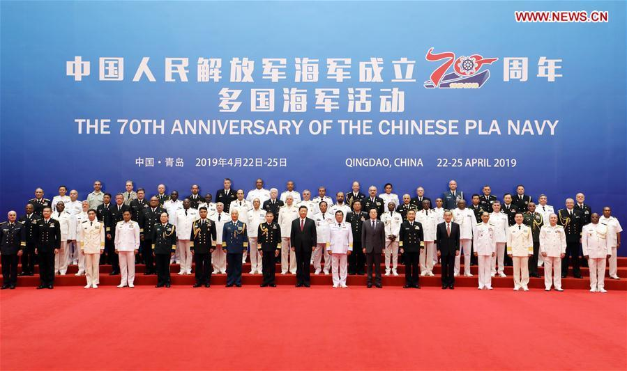 Chinese President and Central Military Commission Chairman Xi Jinping takes a group photo with the heads of foreign delegations invited to participate in the multinational naval events marking the 70th anniversary of the founding of the Chinese People\'s Liberation Army Navy, in Qingdao, east China\'s Shandong Province, on April 23, 2019. Xi, on behalf of the Chinese government and military, extended warm welcome to naval officers and soldiers of various countries who are here for the events. (Xinhua/Li Gang)