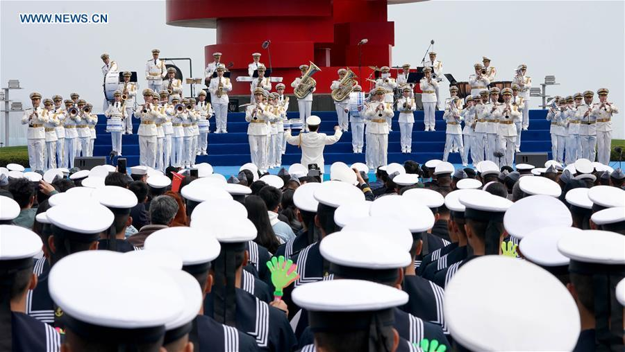 A joint military music display is held to celebrate the People\'s Liberation Army Navy\'s 70th founding anniversary in Qingdao, east China\'s Shandong Province, April 22, 2019. The military bands from the navies of China, Thailand, Vietnam, Bangladesh and India performed at the event. Over 1,200 people, including officers and soldiers of navy vessels from home and abroad and Qingdao citizens, viewed the performance. (Xinhua/Wang Yuguo)