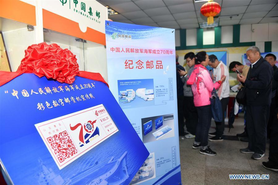 Citizens line up to buy commemorative envelopes at a shop in Qingdao, east China\'s Shandong Province, April 23, 2019. A set of philatelic items were issued on Tuesday to mark the 70th founding anniversary of the Chinese People\'s Liberation Army (PLA) Navy. (Xinhua/Zhu Zheng)