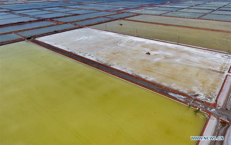 Aerial photo taken on April 22, 2019 shows crude salt is collected at the Daqinghe salt field in Tangshan City, north China\'s Hebei Province. Some 270,000 tons of salt is expected to be produced this spring at the Daqinghe salt field. (Xinhua/Yang Shiyao)