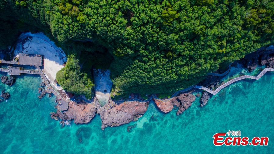 Photo taken on April 24, 2019 shows the amazing natural landscape of Weizhou Island in the Beibu Gulf, Southwest China\'s Guangxi Zhuang Autonomous Region, the youngest volcanic island in China. A national geological park was established on the island in 2004. (Photo: China News Service/Zhai Liqiang)