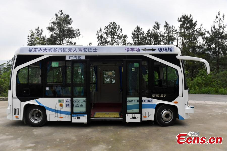 Photo shows the automated bus in the Grand Canyon scenic area in Zhangjiajie, Hunan Province, on April 24, 2019. The scenic area will offer the self-driving bus service, which can carry 25 people and reach a speed of up to 40 kilometers per hour.  (Photo/IC)