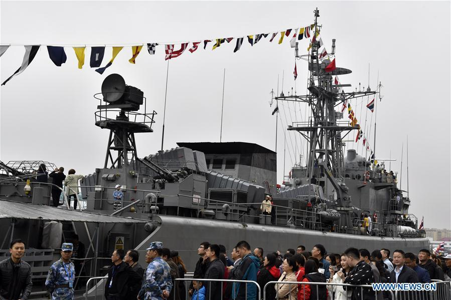 Visitors view Royal Thai Navy frigate HTMS Bangpakong during a warship open day event in Qingdao, east China\'s Shandong Province, April 24, 2019. A warship open day event was held on Wednesday in Qingdao, as part the multinational naval events marking the 70th founding anniversary of PLA Navy. (Xinhua/Guo Xulei)