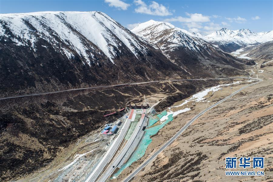 Aerial photo shows the Mila Mountain Tunnel in Southwest China\'s Tibet autonomous region, April 26, 2019. The world\'s highest highway tunnel was open to traffic on Friday at an altitude of over 4,750 meters above sea level in Southwest China\'s Tibet autonomous region. (Photo/Xinhua)