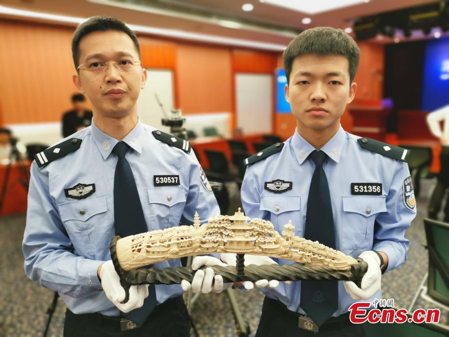 Shenzhen Customs shows items seized during coordinated anti-smuggling campaigns in Shenzhen, Wuxi and Shanghai, during a news conference in Shenzhen, Guangdong province, April 25, 2019. Authorities seized 10 suspects and illegal wildlife products weighing 209 kilograms, such as ivory and rhinoceros horns. (Photo: China News Service/Chen Wen)