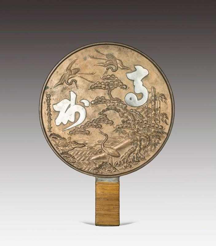 Bronze mirrors bearing intricate carved patterns on the back once played a major role in the daily life of the Chinese and the Japanese. (Photo provided to chinadaily.com.cn)