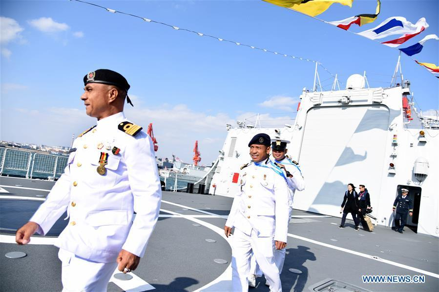Foreign delegates visit the guided-missile destroyer Guiyang of the Chinese People\'s Liberation Army (PLA) Navy in Qingdao, east China\'s Shandong Province, April 25, 2019. Foreign delegations invited to participate in the multinational naval events marking the 70th anniversary of the founding of the Chinese PLA Navy visited Chinese vessels and communicated with Chinese soldiers and officers on Thursday. (Xinhua/Li Ziheng)