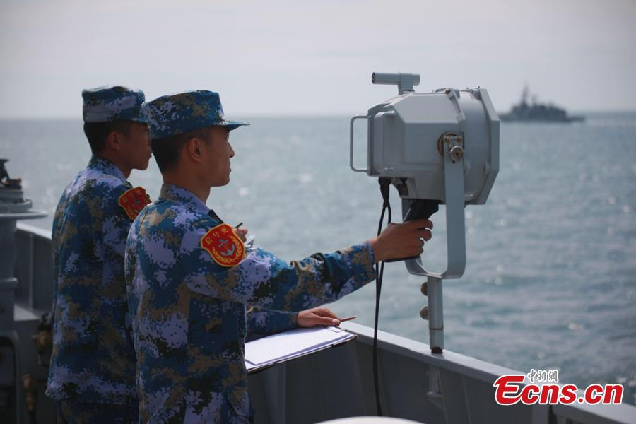 Chinese officers participate in a joint naval exercise on the sea off Qingdao, east China\'s Shandong Province, on April 26, 2019. China conducted a joint naval exercise with Southeast Asian countries in Qingdao, with focus on jointly handling maritime emergency rescues. (Photo: China News Service/Li Chun)