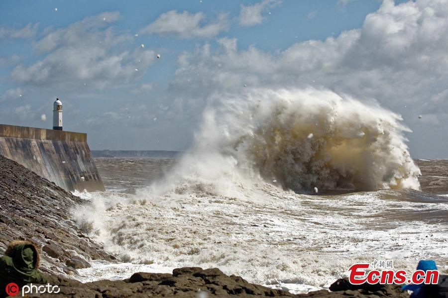 Storm Hannah hits the Welsh coastline at Porthcawl lighthouse, bringing winds of up to 80mph, April 27, 2019. Heavy rain swept across the UK, leaving at least 11,000 properties without power. (Photo/IC)
