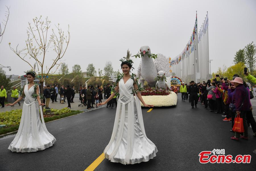 A float parade is held as the 2019 Beijing International Horticultural Exhibition opens on April 29, 2019. The expo, to be held from April 29 to Oct. 7, will exhibit flower, fruit and vegetable farming at the foot of the Great Wall in Beijing.(Photo: China News Service/Cui Nan)