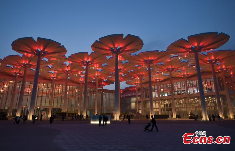 The light show at the International Pavilion during the 2019 Beijing International Horticultural Exhibition in Yanqing District of Beijing, China, April 29, 2019. The expo, which is open from April 29 to Oct. 7, will house exhibits related to flower, fruit and vegetable farming at the foot of the Great Wall in Beijing. More than 110 countries and international organizations as well as more than 120 non-official exhibitors have confirmed their participation, marking the highest attendance in the expo\'s history. (Photo: China News Service/Cui Nan)