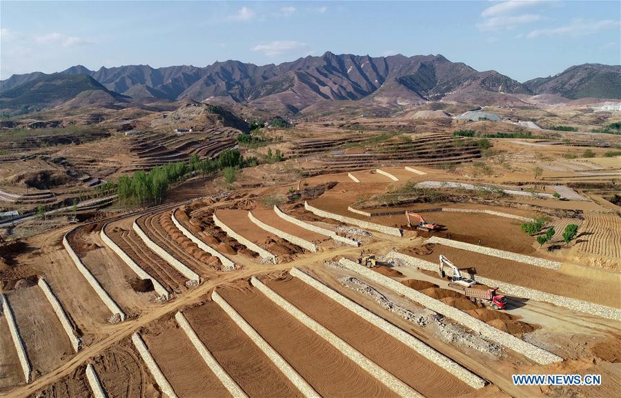 Aerial photo taken on May 2, 2019 shows workers working at the site of reclamation project on the abandoned mine area at Dahezhuang Village in Wuchong\'an Township of Qian\'an City, north China\'s Hebei Province. Local government has devoted to the reclamation and afforestation of mine areas in recent years. (Xinhua/Yang Shiyao)