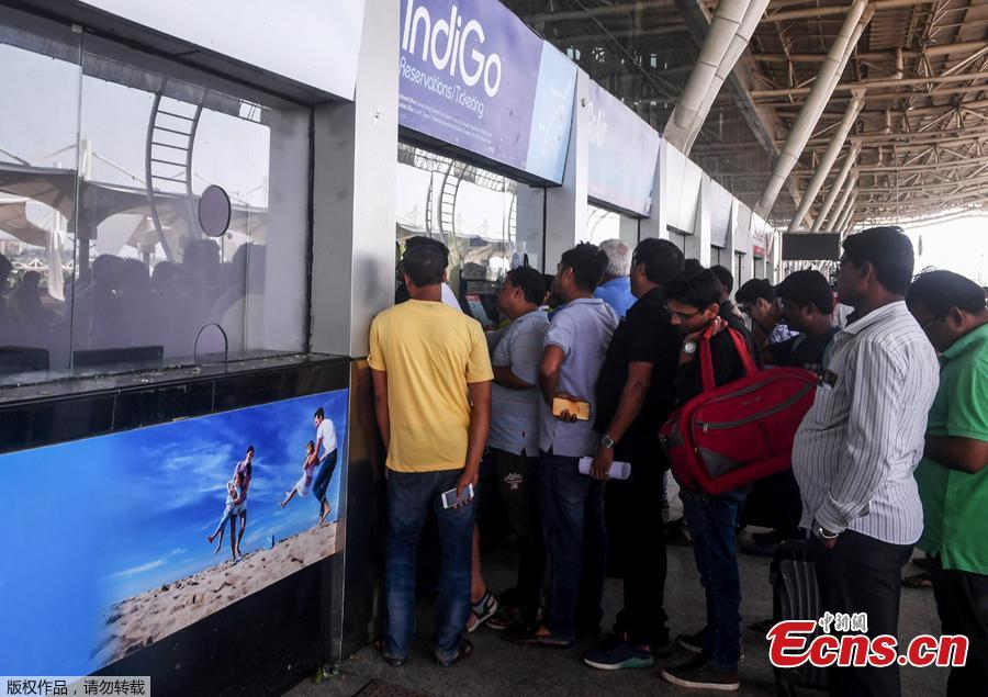 Indian air passengers stand in a queue to buy or reschedule air tickets at Biju Patnaik International Airport in Bhubaneswar in India\'s eastern Odisha state on May 4, 2019, after Cyclone Fani hit the area. - Cyclone Fani, one of the biggest to hit India in years, barrelled into Bangladesh on May 4 after leaving a trail of deadly destruction in India. (Photo/Agencies)