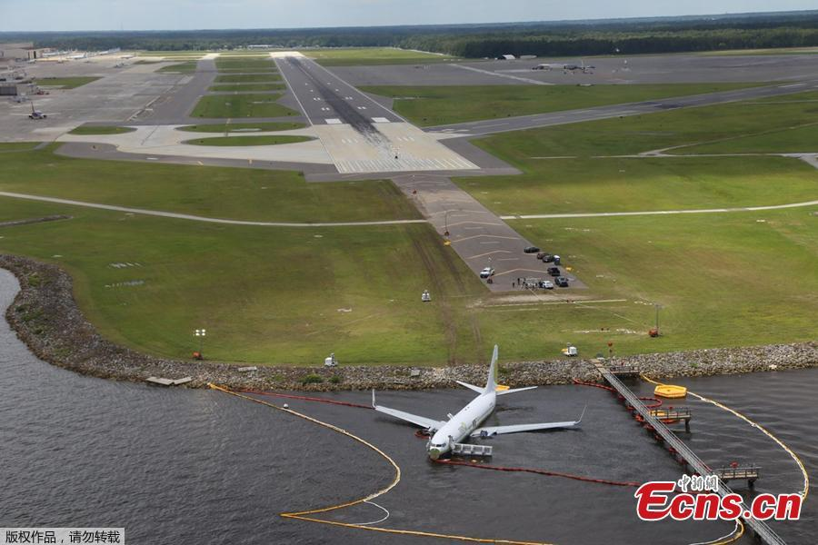 Aerial view of the Miami Air International Boeing 737-800 that overran the runway at NAS Jacksonville and came to rest in the St Johns River in Jacksonville, Florida, U.S., May 4, 2019. (Photo/Agencies)
