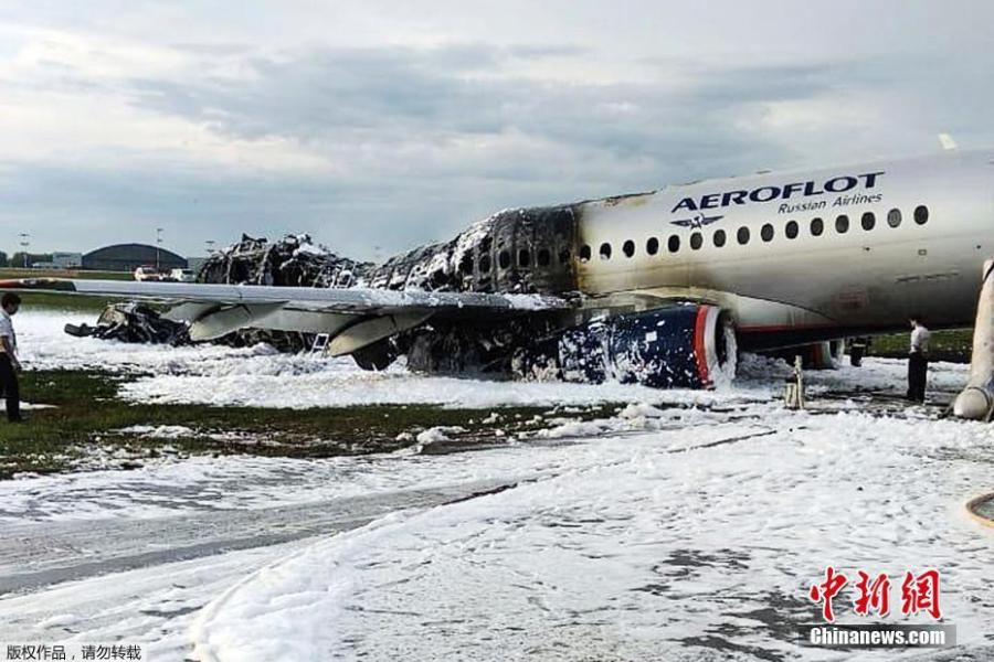 The tail of the aircraft was completely engulfed in flames. The Russian Aeroflot plane caught fire mid-air and made an emergency landing at a Moscow airport in Sheremetyevo International Airport in Moscow, Russia, on May 5, 2019. (Photo/Agencies)