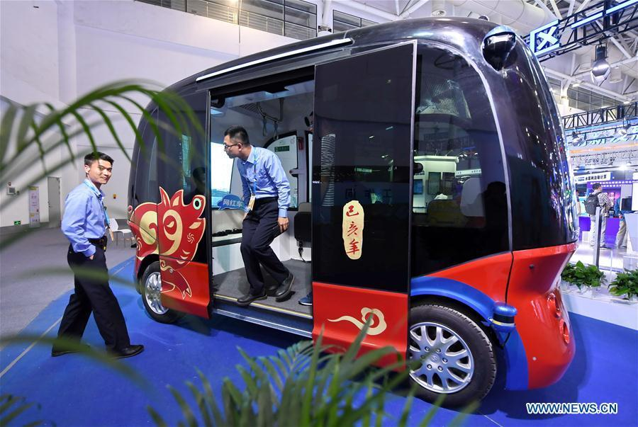 An auto-pilot vehicle is displayed at the 2nd Digital China Exhibition in Fuzhou, southeast China\'s Fujian Province, May 5, 2019. The 2nd Digital China Exhibition runs from May 5 to 9 at the Fuzhou Strait International Conference & Exhibition Center. (Xinhua/Lin Shanchuan)