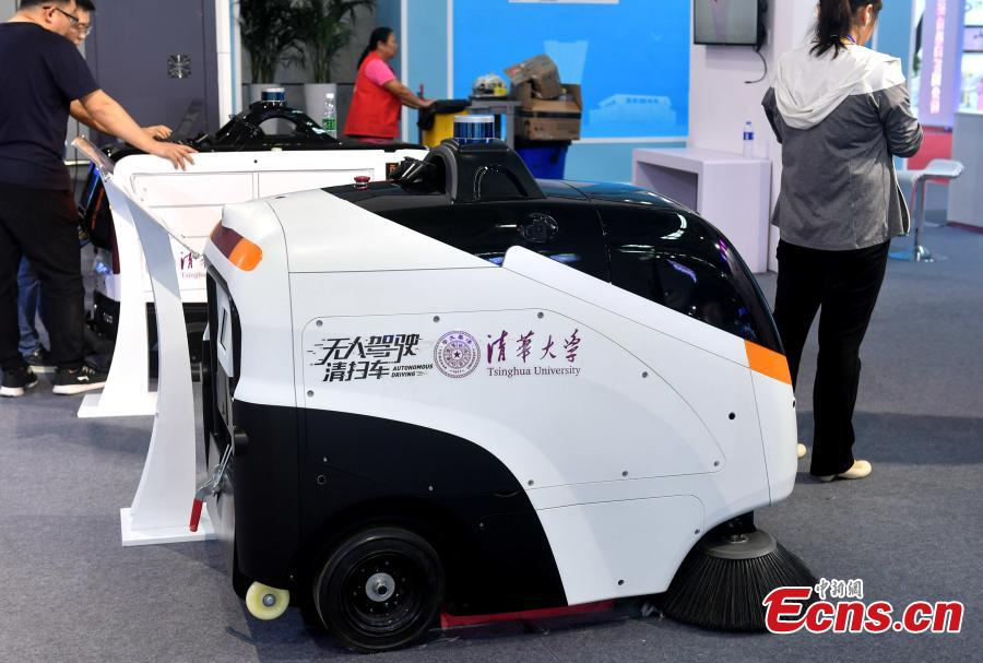An autonomous cleaning vehicle, developed by researchers at Tsinghua University, is on display at the second Digital China Summit in Fuzhou, Fujian Province, May 5, 2019. (Photo: China News Service/Lyu Ming)