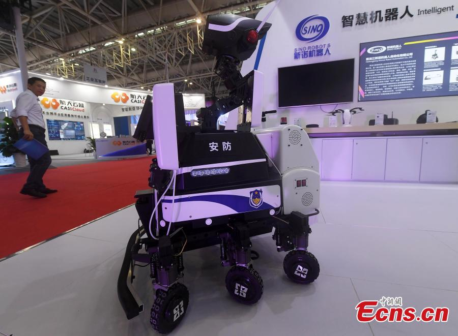 A robot system that applies face-recognition technology for safety patrols is on display at the second Digital China Summit in Fuzhou, Fujian Province, May 5, 2019. (Photo: China News Service/Zhang Bin)