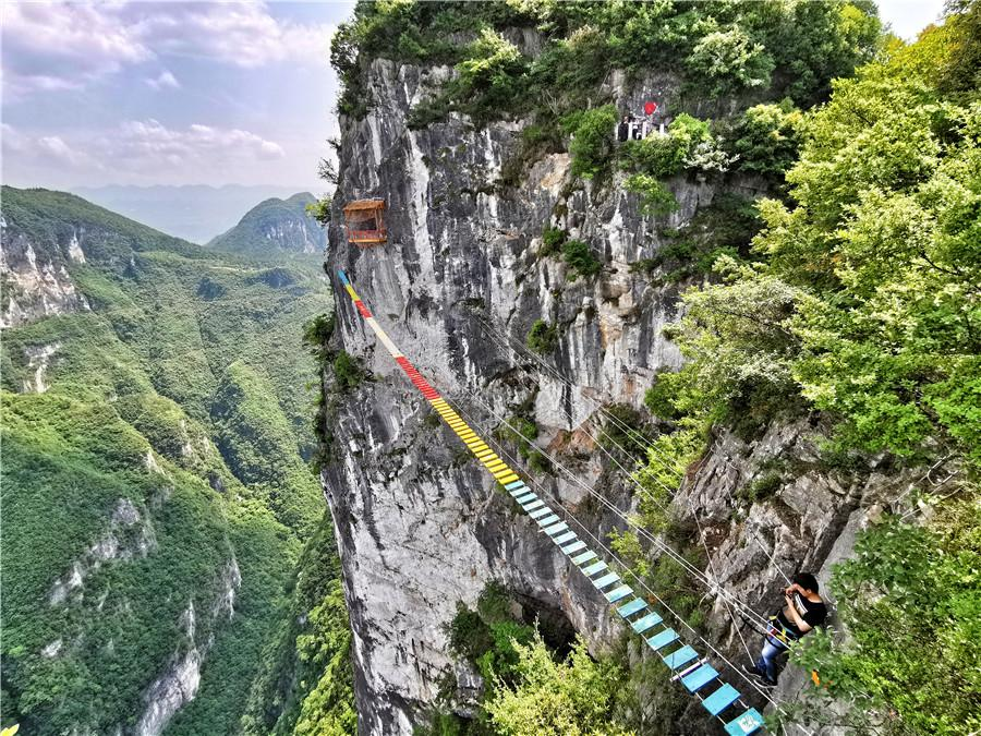 The Cloud Bridge in Yunyang Longgang Scenic Zone in Southwest China\'s Chongqing opened to the public on April 26. (Photos provided to chinadaily.com.cn)