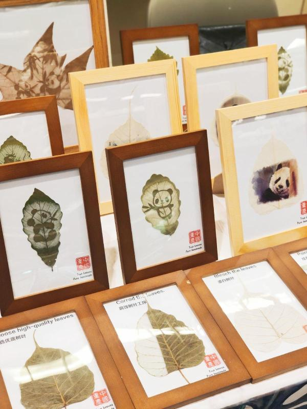 Deng Weiwei\'s leaf carvings, which attracted a lot of attention at the recent International Handicrafts Trade Fair in Florence, Italy. (Photo provided to chinadaily.com.cn)