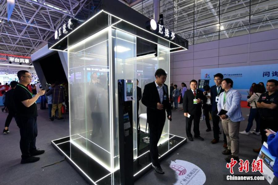 A court-assistance system on display at the second Digital China Summit in Fuzhou, East China\'s Fujian Province, May 6, 2019. (Photo: China News Service/Lyu Ming)