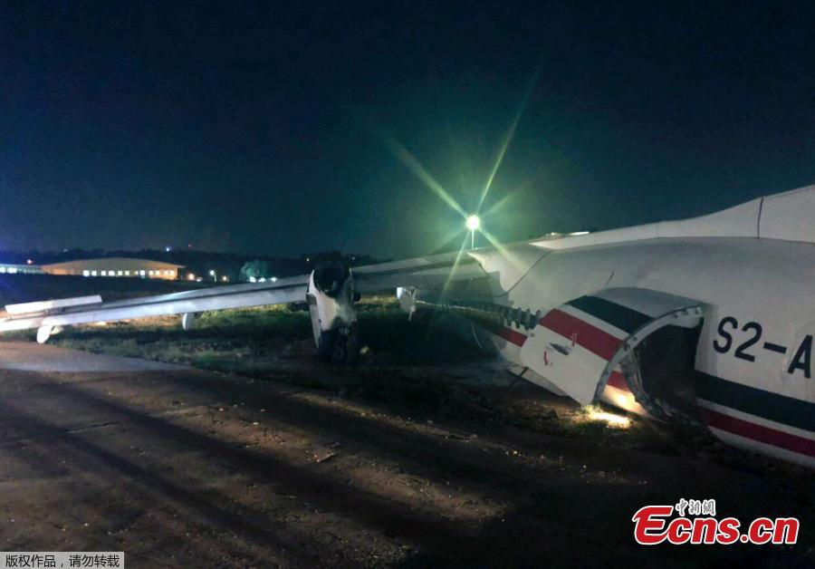 Photo taken on May 8, 2019 shows the broken passenger plane of the Biman Bangladesh airlines at the Yangon International Airport in Yangon, Myanmar. Some 18 people including five crew members were injured after a passenger plane of the Biman Bangladesh airlines skidded off the runway at Myanmar\'s Yangon International Airport (YIA) on Wednesday, said the Department of Civil Aviation Myanmar. (Photo/Agencies)