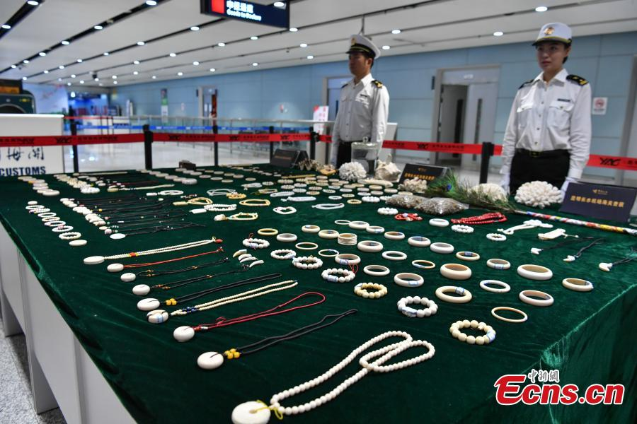 Ivory products seized during checks by Kunming Customs are on display at the Changshui International Airport in Kunming City, Yunnan Province, May 8, 2019. Kunming Customs showcased endangered species and wildlife products seized by staff at the airport. (Photo: China News Service/Ren Dong)
