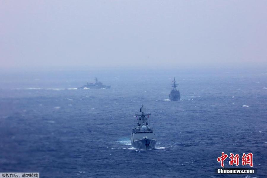 The formation of Chinese and Thai naval ships sails in waters against the wind and waves on May 8, 2019. China and Thailand\'s naval forces on Wednesday concluded a week-long joint training exercise at a military port in Zhanjiang, south China\'s Guangdong Province.  (Photo/China News Service)
