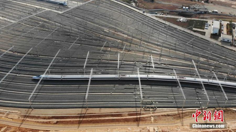 Aerial photo shows a service station for high-speed trains in Kunming City, Southwest China\'s Yunnan Province, May 9, 2019. Nearly 30 workers helped lay the last rail measuring 25 meters in length and weighing 2.5 tons on Thursday, completing the rail-laying work for the service station. Successful expansion of the station will improve the use and maintenance of high-speed trains in Yunnan, also making it the largest such service station in southwest China. (Photo: China News Service/Miu Chao)