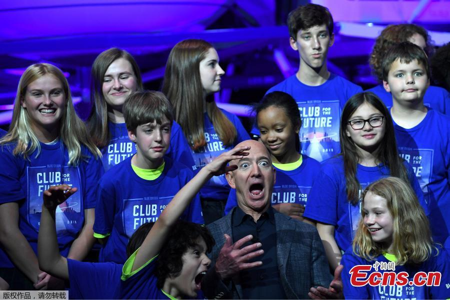 Founder, Chairman, CEO and President of Amazon Jeff Bezos poses with children from \'Club of the Future\' after his space company Blue Origin\'s space exploration lunar lander rocket called Blue Moon was unveiled at an event in Washington, U.S., May 9, 2019. (Photo/Agencies)