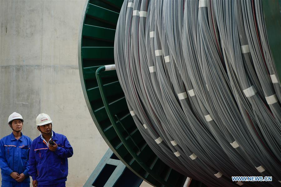 Workers are seen at the construction site of the Wufengshan Yangtze River Bridge in Zhenjiang, east China\'s Jiangsu Province, May 10, 2019. Some 704 main cable strands for the bridge, a part of the Lianyungang-Zhenjiang railway, were successfully erected Friday in Jiangsu, marking the erection of China\'s first road-rail suspension bridge\'s main cable was finished. The bridge is scheduled to be completed within 2019 and open to traffic by 2020. (Xinhua/Li Xiang)