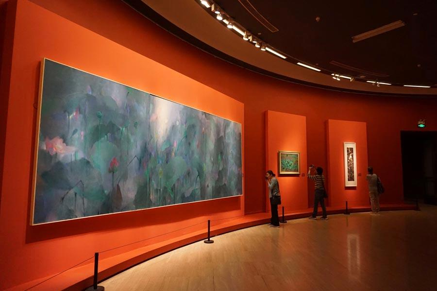 """Lotus paintings on display, May 10, 2019. Lotus shares the same pronunciation ( he) as """"peace"""" in Chinese, the works thus implying peace and harmony. (Photo/chinadaily.com.cn)"""