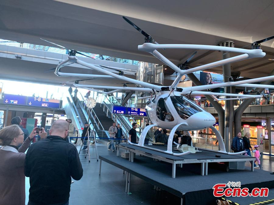 An air taxi by German company Volocopter is pictured at a railway station in Berlin, Germany, May 12, 2019. Volocopter has announced plans to explore the market in Singapore and look to cooperate with other companies in Germany. (Photo: China News Service/Peng Dawei)