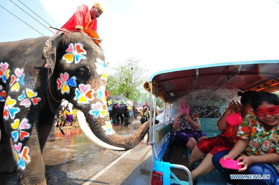 An elephant sprays water on tourists during a celebration for the Songkran festival, Thailand\'s traditional New Year Festival, in Ayutthaya, Thailand, April 11, 2019. China will hold the Conference on Dialogue of Asian Civilizations starting from May 15. Under the theme of \