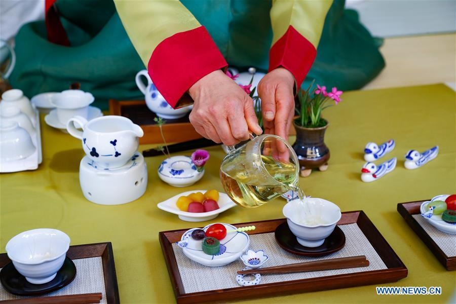 A staff member dressed in traditional Korean attire serves mulberry leaf tea in Puan-gun, South Korea, May 4, 2019. As an important part of Asian culture, tea is a special bond among Asian countries to deepen friendship and boost mutual exchanges. China will hold the Conference on Dialogue of Asian Civilizations starting from May 15. Under the theme of \