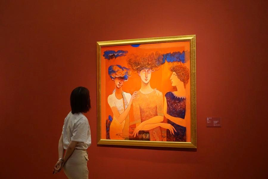 A visitor looks at painting Consolation by Ram Viranjan, India, on May 10, 2019. (Photo/chinadaily.com.cn)  Items on show are categorized into three themes - Expression of the East, Beauty of China, and Charm of Asia - revealing respectively the poetic features of Asian art; the beauty and vibrancy of modern China in the eyes of artists from other Asian countries; and Chinese artists\' understandings of landscapes and people\'s lives in other parts of Asia.