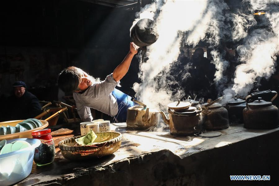 A waiter serves tea in Chengdu, southwest China\'s Sichuan Province, on March 20, 2019. As an important part of Asian culture, tea is a special bond among Asian countries to deepen friendship and boost mutual exchanges. China will hold the Conference on Dialogue of Asian Civilizations starting from May 15. Under the theme of \