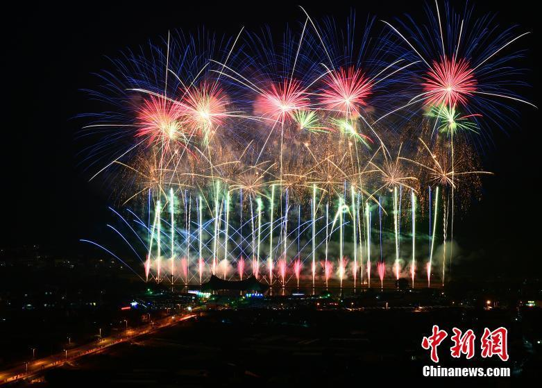 Photo taken on May 11, 2019 shows the opening ceremony of the 14th China (Liuyang) International Fireworks Cultural Festival held in Liuyang City, central China\'s Hunan Province. Liu Yang is well-known for its fireworks industry.  (Photo/China News Service)