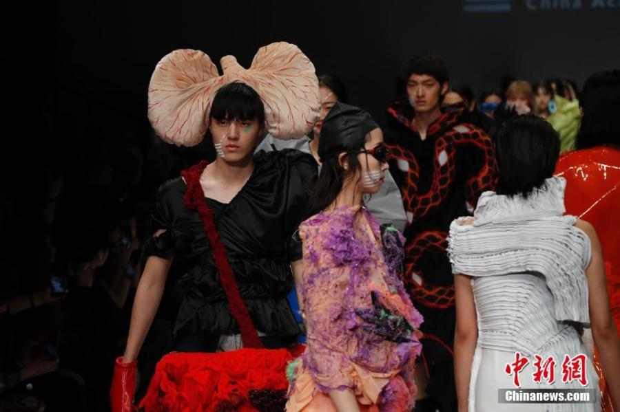 Models present creations by graduates from the School of Design at the China Academy of Art during the China Graduate Fashion Week in Beijing, May 13, 2019. A total of 1,716 graduates from 47 universities in China, South Korea and the United Kingdom will host 46 shows during the fashion week. (Photo: China News Service/Han Haidan)