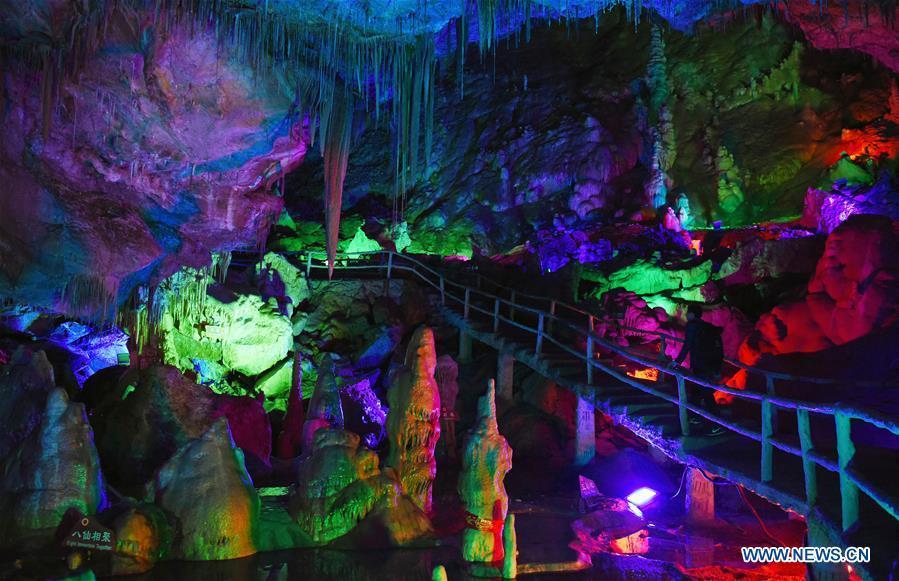 Tourists view Wanxiang karst cave in Hanwang Township of Longnan City, northwest China\'s Gansu Province, May 13, 2019. (Xinhua/Ma Ning)