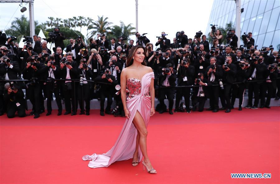 Actress Eva Longoria poses on the red carpet for the opening gala during the 72nd Cannes Film Festival at Palais des Festivals in Cannes, France, on May 14, 2019. The 72nd Cannes Film Festival is held here from May 14 to 25. (Xinhua/Gao Jing)