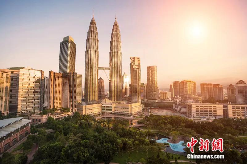 File photo shows the Petronas Twin Towers, Kuala Lumpur in Malaysia. The Petronas Towers stood as the tallest buildings in the world from 1998 to 2004 and remain the tallest twin towers in the world.  (Photo/VCG)