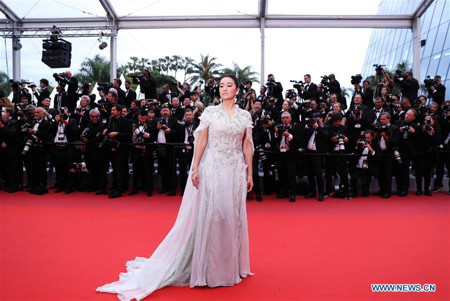 Actress Gong Li arrives on the red carpet for the opening gala during the 72nd Cannes Film Festival at Palais des Festivals in Cannes, France, on May 14, 2019. The 72nd Cannes Film Festival is held here from May 14 to 25. (Xinhua/Gao Jing)