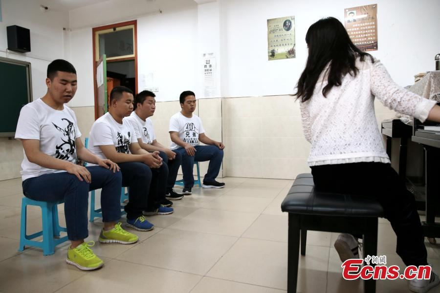 "A band composed of four visually-impaired students rehearse at a school in Xi'an City, Northwest China's Shaanxi Province, May 14, 2019. The four students, all born after the year 2000, call their band Zhong Mu Tou, which literally means ""heavy log', and they mainly perform ballads and rock songs. (Photo: China News Service/Zhang Yuan)"