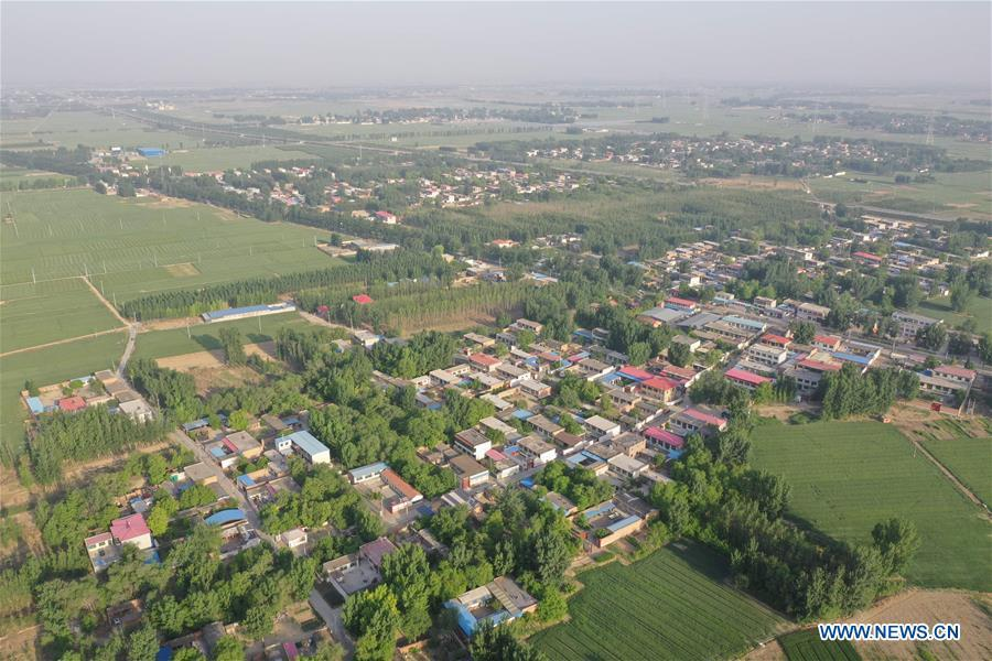 Aerial photo taken on May 14, 2019 shows the view of Gongzhuang Village of Bayu Township, Rongcheng County, Xiongan New Area, north China\'s Hebei Province. Relocation has officially started in Xiongan New Area, a new city in the making about 100 kilometers southwest of Beijing. A large-scale building phase will start this year at Xiongan, authorities said. A 13-sq-km residential area will be built in the east part of Rongcheng County. (Xinhua/Zhu Xudong)