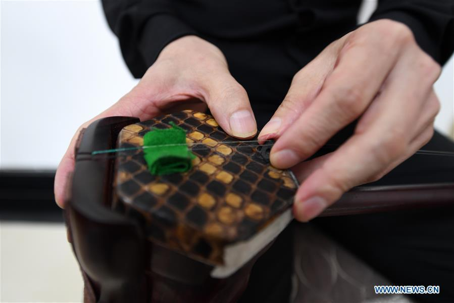 Photo taken on May 13, 2019 shows the vibrating skin of an Erhu in Lanzhou, northwest China\'s Gansu Province. Erhu, sometimes known as the Chinese violin or Chinese two-stringed fiddle, is a Chinese traditional two-stringed bowed musical instrument. It is used as a solo instrument as well as in small ensembles and large orchestras. Erhu, traced back to ancient Chinese Tang dynasty (618-907), is now used in both traditional and contemporary music arrangements, such as in pop, rock and jazz. The famous solo pieces include Er Quan Ying Yue (Two Springs Reflecting the Moon) by Abing and Sai Ma (Horse Race) by Huang Haihuai. (Xinhua/Fan Peishen)