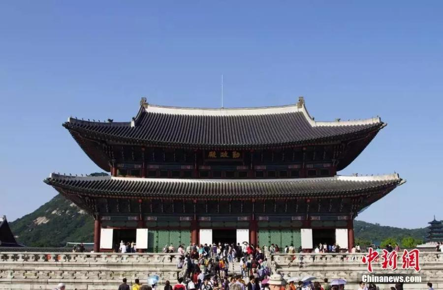 File photo shows the Gyeongbokgung Palace in Seoul, South Korea. Gyeongbokgung was the main royal palace of the Joseon dynasty. Built in 1395, it is located in northern Seoul.  (Photo/China News Service)