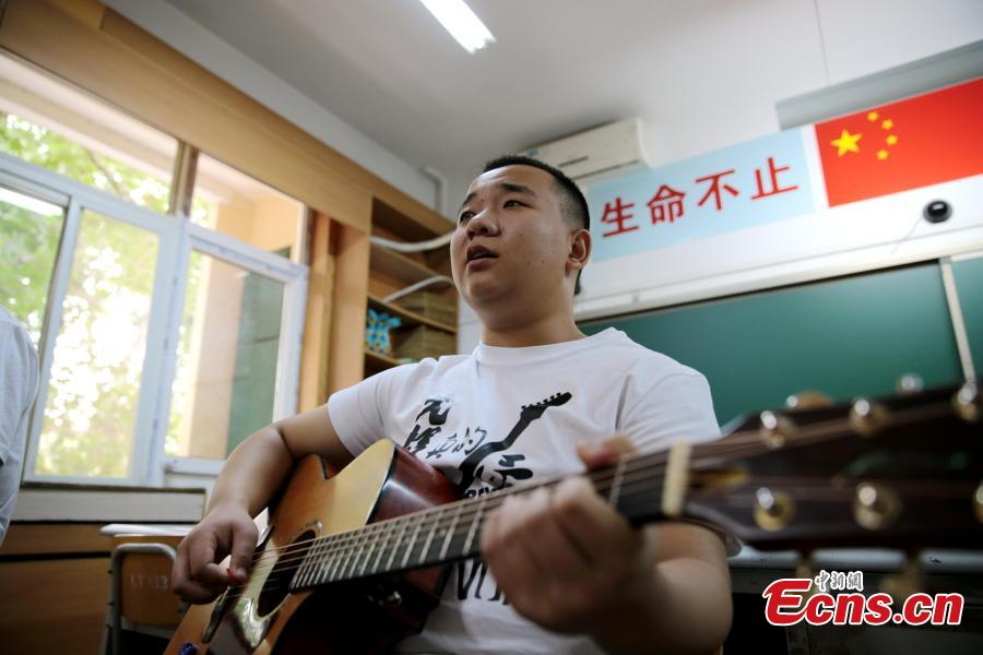 "Gao Yu, the lead singer of a band composed of four visually-impaired students, sings during a rehearsal at a school in Xi'an City, Northwest China's Shaanxi Province, May 14, 2019. The four students, all born after the year 2000, call their band Zhong Mu Tou, which literally means ""heavy log', and they mainly perform ballads and rock songs. (Photo: China News Service/Zhang Yuan)"